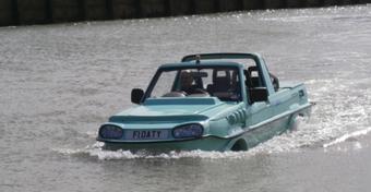 Niezwykły samochód - Jazda po lądzie i wodzie...